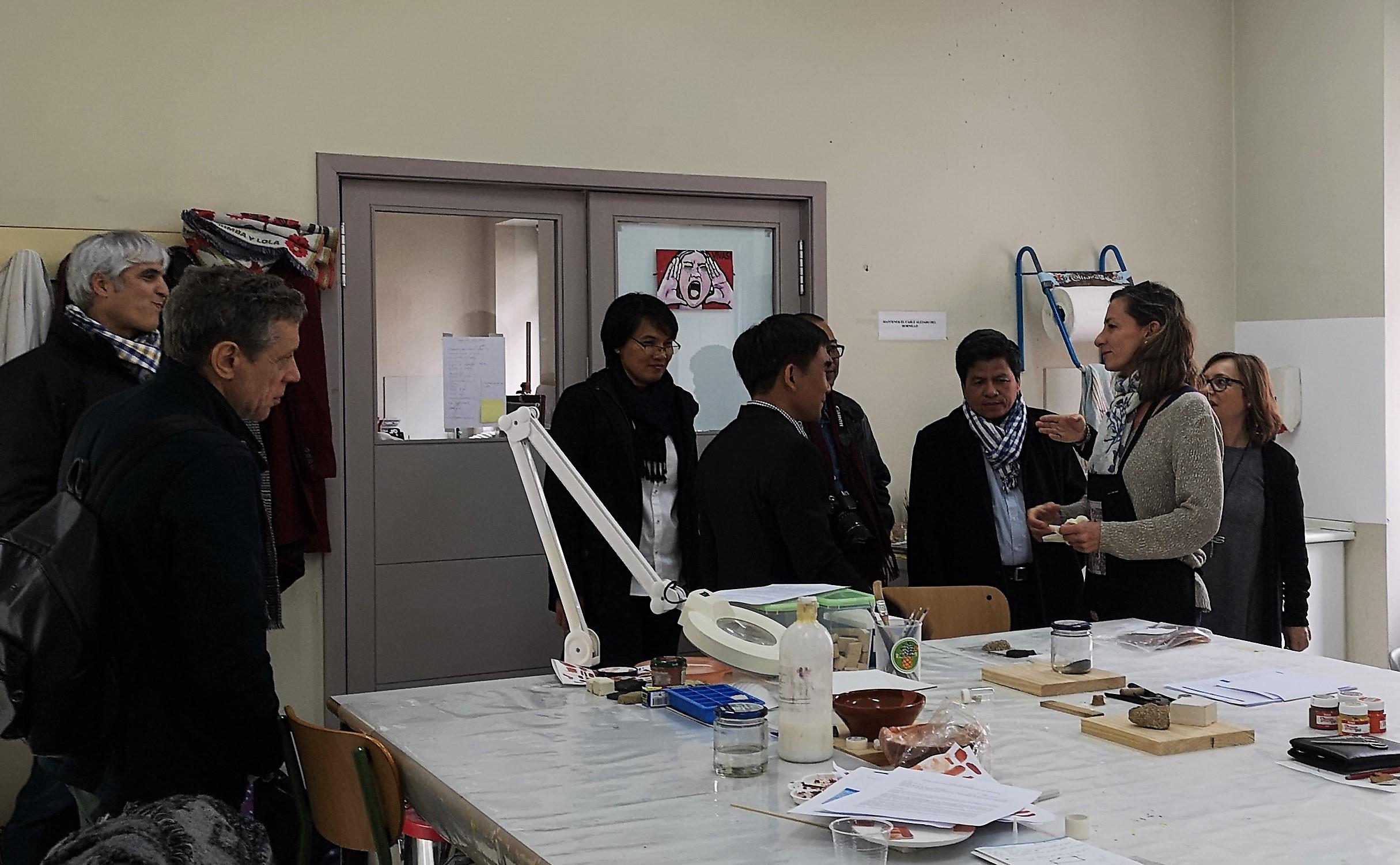 Fernando Poyatos da Universidade de Sevilla e delegación camboxana